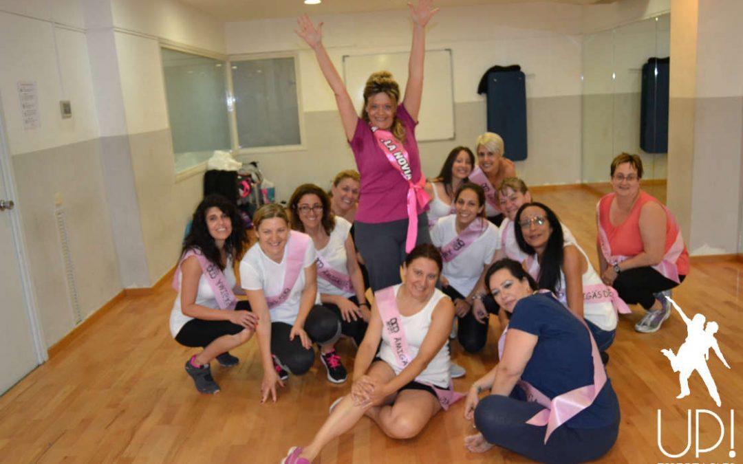 Un taller de baile salsa para celebrar la despedida de soltera de Eva