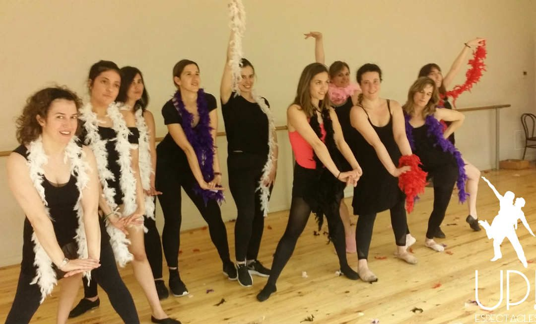 Un taller de baile para celebrar  la despedida de soltera de Paz