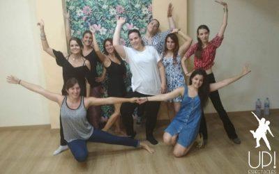 Un taller de baile dirty dancing en la despedida de soltera de Elena