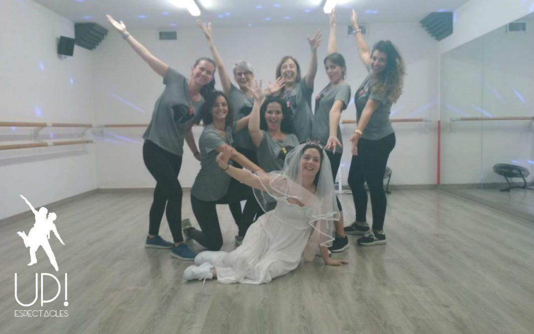 Las amigas de Andrea han querido celebrar la despedida de soltera bailando